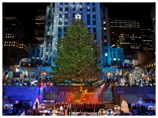 Chrsitmas-Tree-At-Rockefeller-Center-NYC-NY-New-York-By-Rail.png