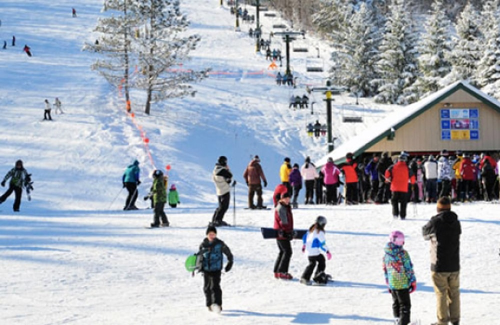 Grab your lift tickets and hit the slopes for some family fun! | Photo from Kissing Bridge