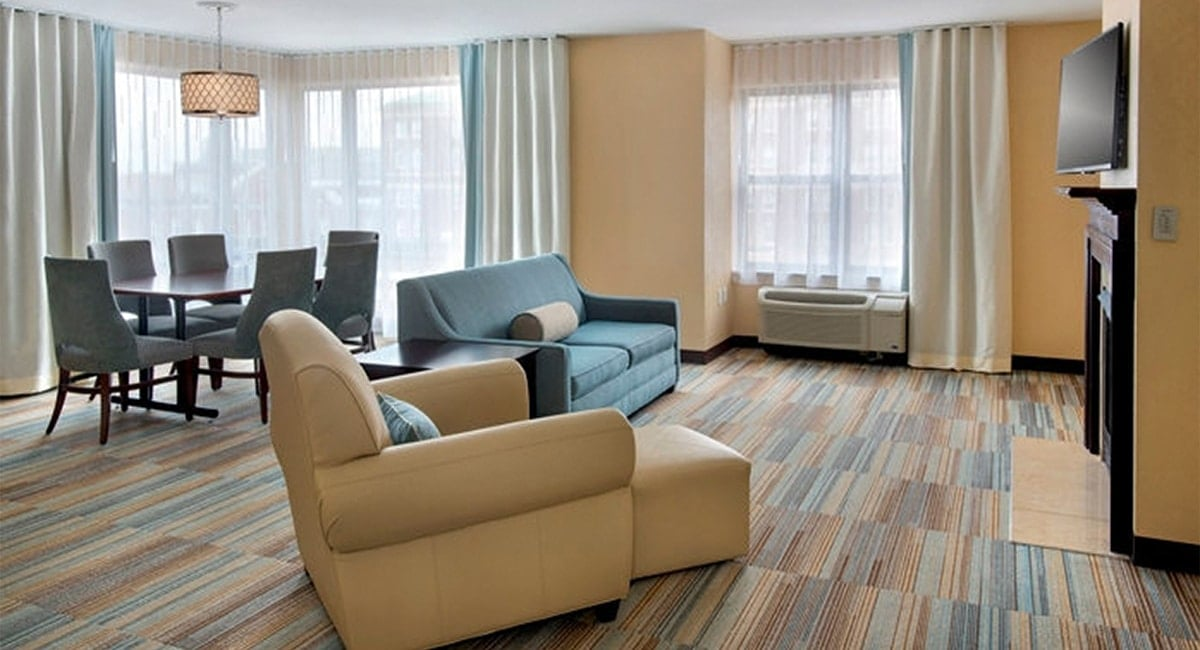 A comfortable and spacious guestroom lounge. | Photo from Hilton Garden Inn at Albany Medical Center