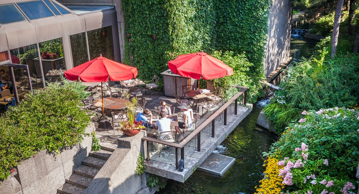 Enjoy lunch on one of several patios throughout the hotel's garden. | Photo from Hotel Bonaventure Montréal