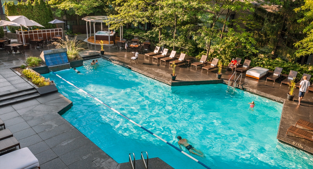 The rooftop, heated swimming pool — open all year-round. | Photo from Hotel Bonaventure Montréal