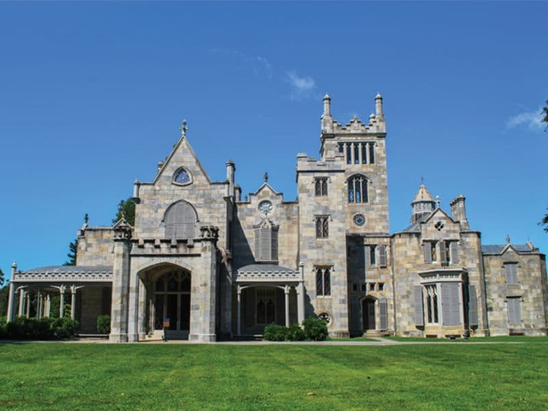 The beautiful facade of the Lyndhurst Mansion | Photo by Elisa Rolle, Wikimedia Commons