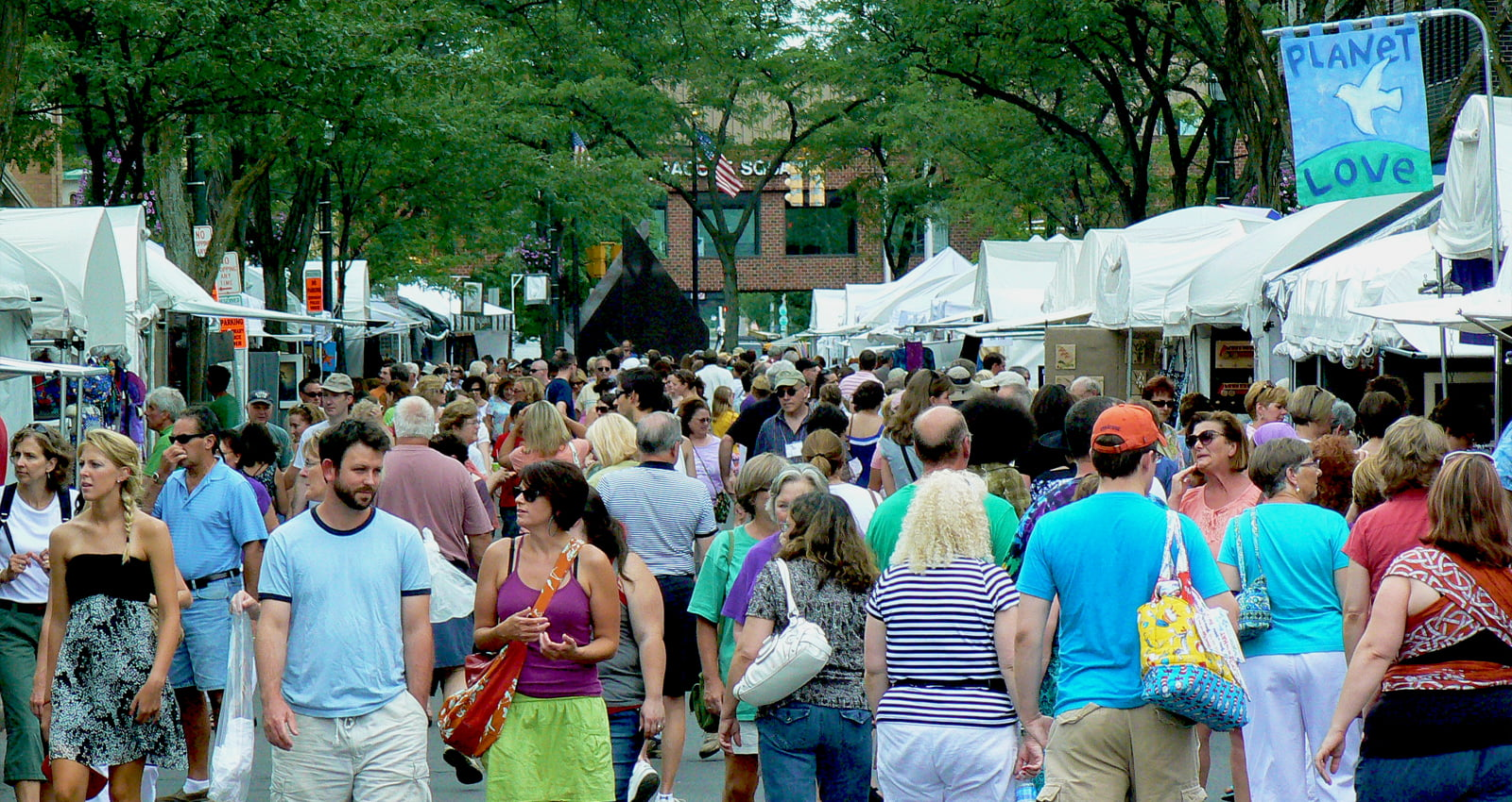 AmeriCU Syracuse Arts & Crafts Festival | Three-day showcase of art exhibits, music performances, summer refreshments and fun activities. | Photo Courtesy of Downstown Committee of Syracuse, Inc.