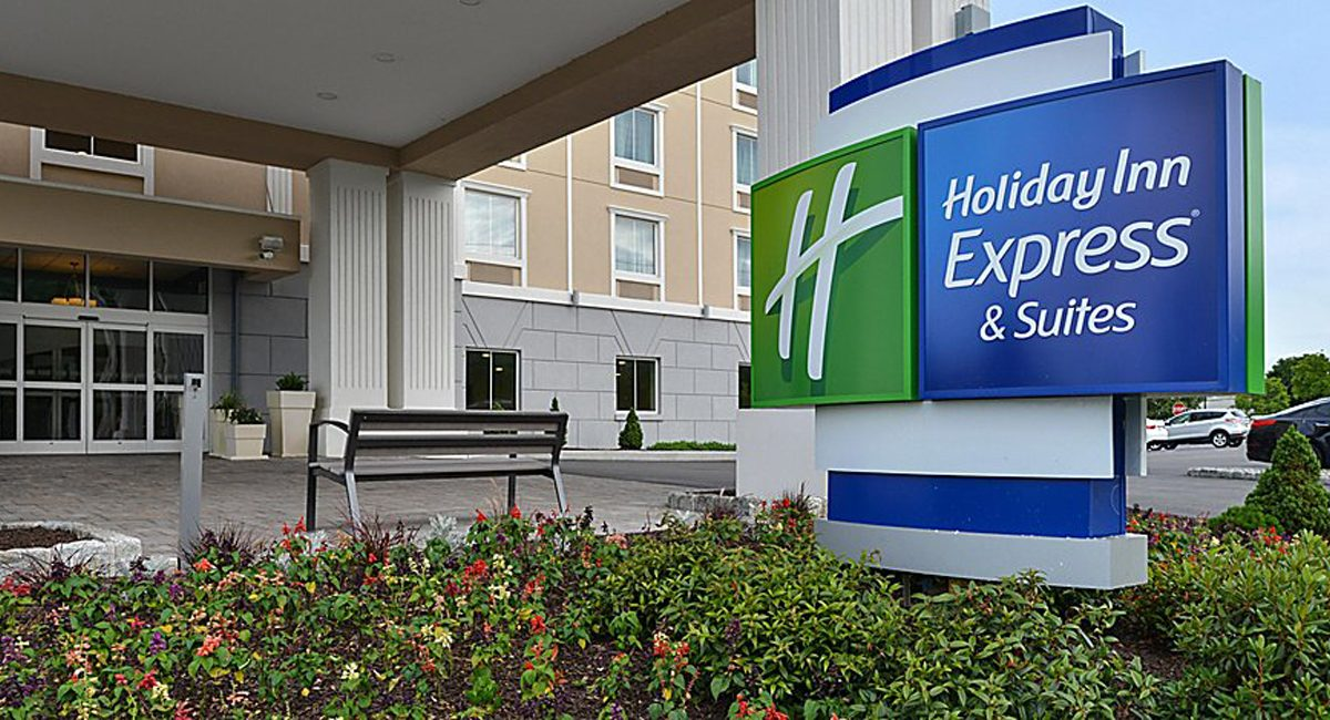 Holiday Inn Express and Suites Peekskill Entrance