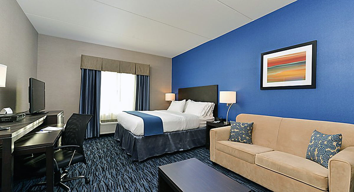 Holiday Inn Express and Suites Peekskill Suite