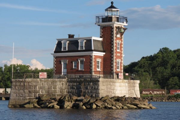 west-side-of-lighthouse-1466x1100