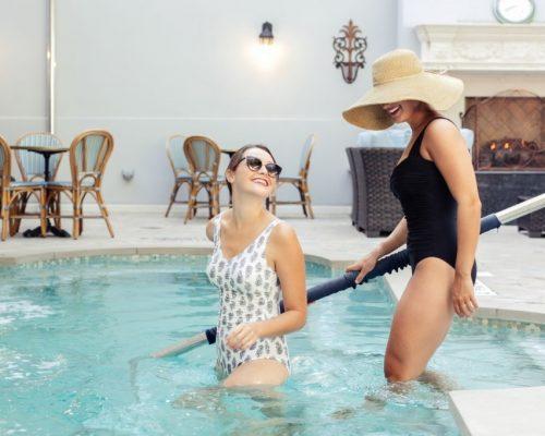 thumbnail_ladies in Pool